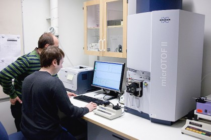 Combined with a fast-mixing device (based on syringe pumps) we use the MicrOTOF II for the study of water-exchange reactions. It can also be used for 1) Molecular formula verification; 2) Multi-target screening; 3) Biomarker discovery; and 4) Intact protein analysis.